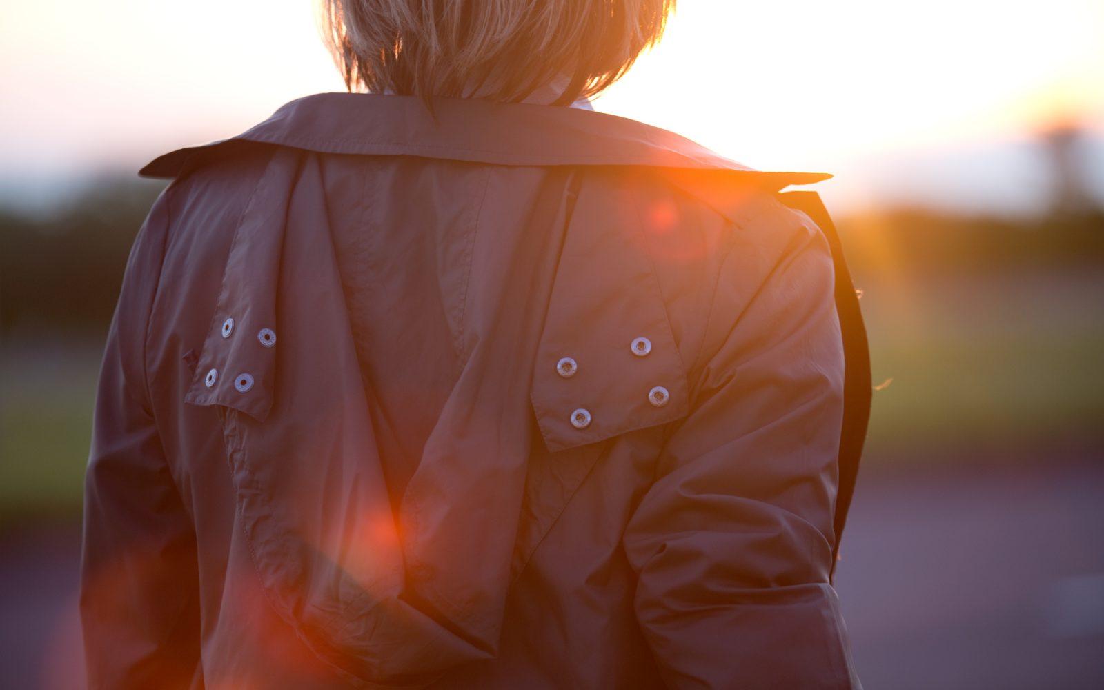 PAQME_MaypoleProductions_BlackLongRaincoat_BackOfShouldersDusk_05